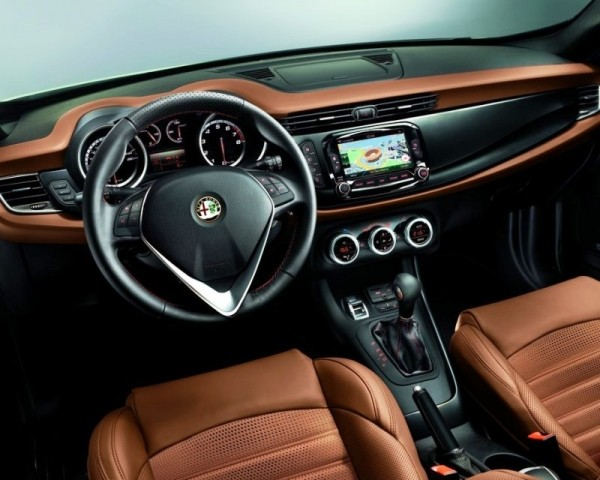 Alfa Romeo Giulietta фото салона