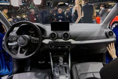 Audi Q2 фото салона