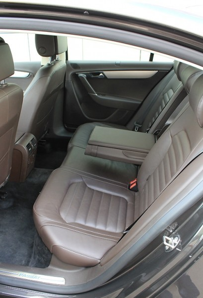 VW Passat В7 задние сиденья