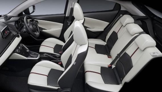 Mazda 2 фото салона