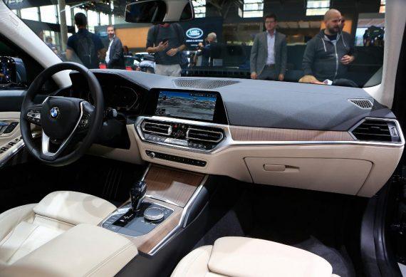 BMW 3-Series 2019 фото салона